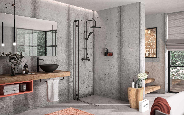 Eine begehbare neue Dusche als Walk In-Lösung im hochmodernen Style mit Betonwänden